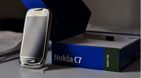 First Look: The Nokia C7-00 and a review.